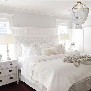 Model de tablie pentru pat tapitata cu nasturi