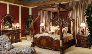 Pat clasic cu baldachin din lemn sculptat cu tavan captusit