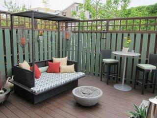 Pat de zi pentru terasa cu baldachin pentru o terasa mica