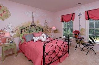 Camera superba pentru fetita cu mobilier din fier forjat
