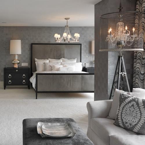 Dormitor amenajat modern cu pat cu cadru din fier forjat si tablii tapitate
