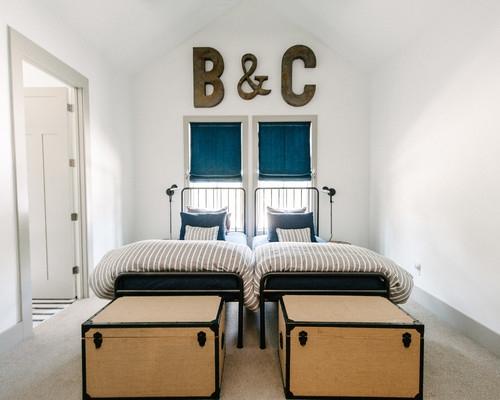 Dormitor pentru 2 copii cu paturi din fier forjat