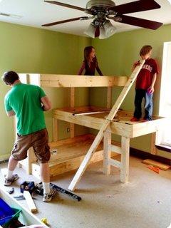 Construire pat supraetajat triplu