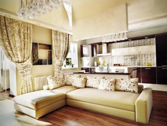 Bucatarie si living open space cu draperii mari opulente