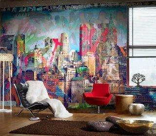 Perete modern in living cu desen tematica urbana