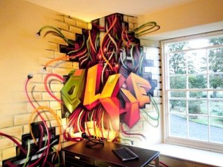 Zona de lucru cu perete cu graffiti multicolor