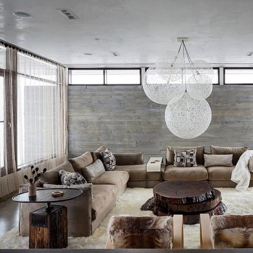 Perete decorativ in living cu piatra gri