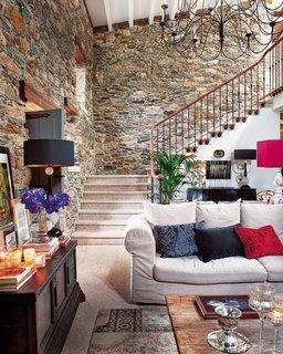 Decoratiuni colorate si pereti din piatra