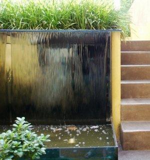 Perdea de apa pentru gradina cu bazin de scurgere