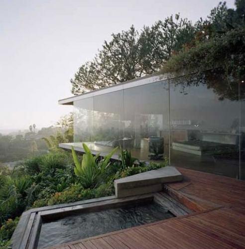Casa de tip belvedere cu pavaj din lemn