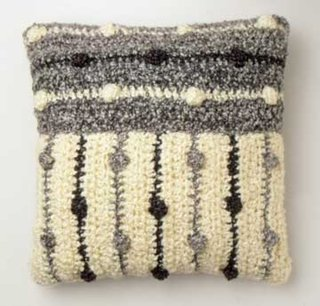 Perna decorativa cu fata de perna tricotata din lana