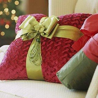 Perna decorativa cu panglica cu funda