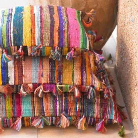 Perne decorative realizate din kilim