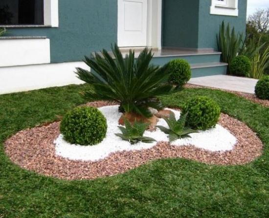 Decoratiune plante decorative si pietre cu mulci