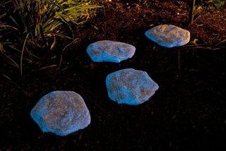 Pietre fosforescente albe mari