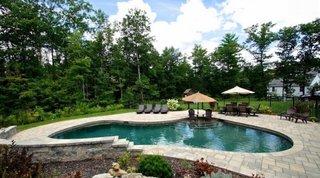 Pavaj din piatra naturala in jurul piscinei