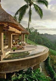 Apartament exotic cu piscina in balcon in mijlocul unei gradini