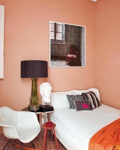 Dormitor in stil retro cu pardoseala din ciment decorativ