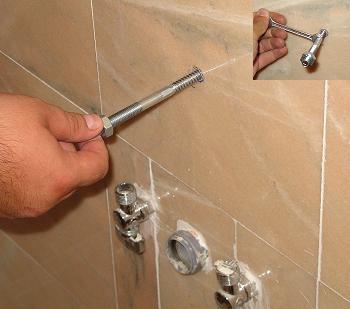 Insurubare prezoane cu dibluri pentru fixarea in perete a dulapului de lemn tratat