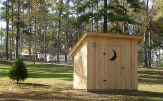 Construire toaleta din lemn