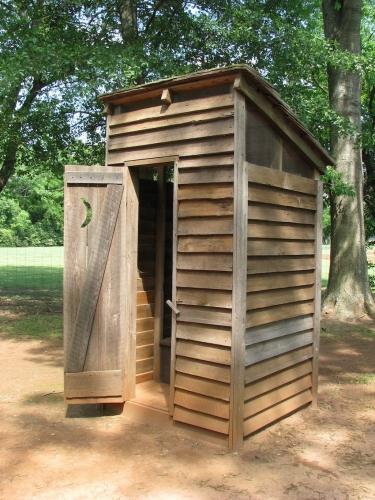 Toaleta clasica din lemn
