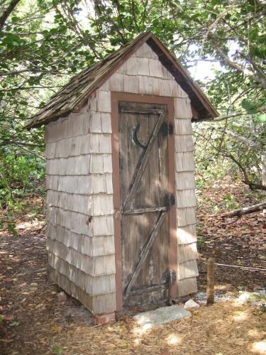 Toaleta rustica din lemn