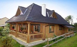 Casa din caramizi din lemn