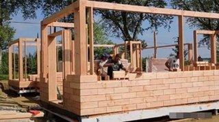 Constructie casa din caramizi din lemn