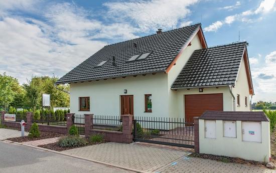 Exemplu casa construita conform proiect cu fatada alba