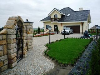 Amenajare curte interioara cu granit