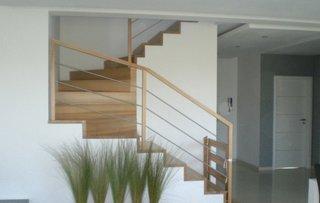 Balustrada scara interioara din lemn si inox