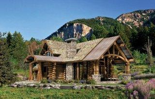 Cabana din lemn la munte din lemn si piatra