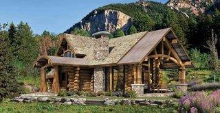 Casa din lemn la munte