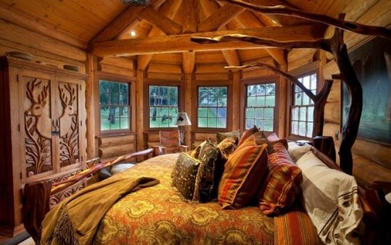 mobila dormitor din lemn masiv cioplit