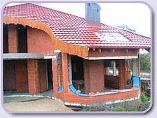 Constructie la rosu casa mare