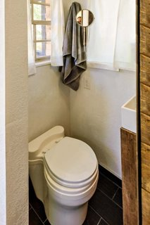 Model de toaleta cu vas mic