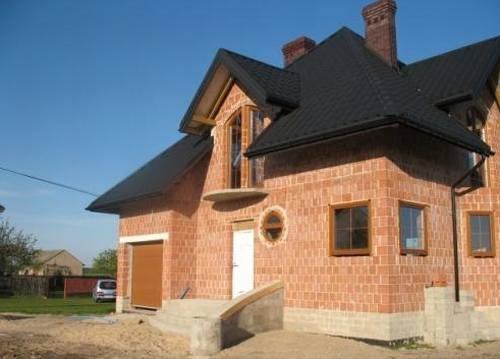 Constructia casei la rosu