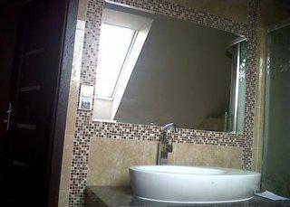 Oglinda baie incadrata in mozaic