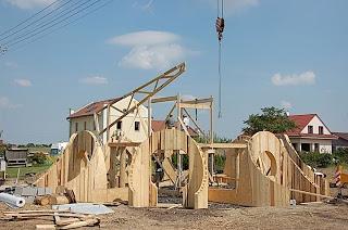 Casa sferica cu structura din lemn