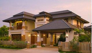 Casa cu acoperis complex