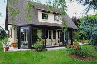 Casa cu versante cu pante adanca