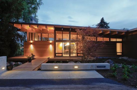 7 Casa construita integral din lemn cu acoperis intr-o apa