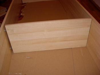 Montaj portiune de mijloc a raftului pentru debara