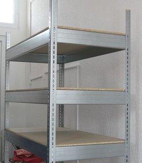 Rafturi metalice pentru camara montate