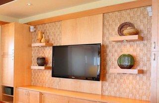 Mobila de sufragerie cu etajere si cu televizor suspendat pe perete