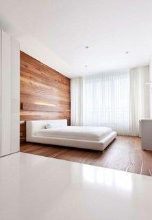 Rama pat pana in tavan din lemn lacuit