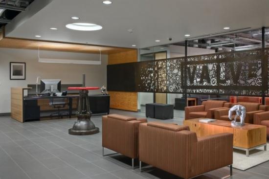 Panou decorativ din fier forjat pentru delimitarea zonei de birouri de receptie si sala de asteptare
