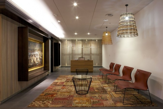 Sala de asteptare amenajata in stil clasic traditional
