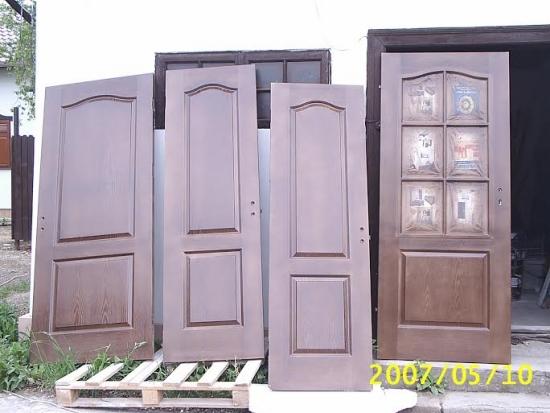 Cum putem transforma usile, ferestrele si alte obiecte din lemn vopsit sa recapete nuanta lemnului