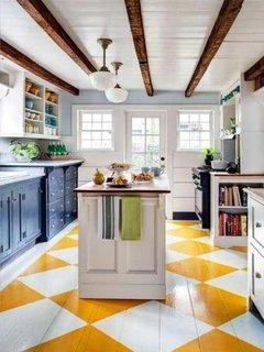 Design decorativ in bucatarie  cu alb bleumarin si alb